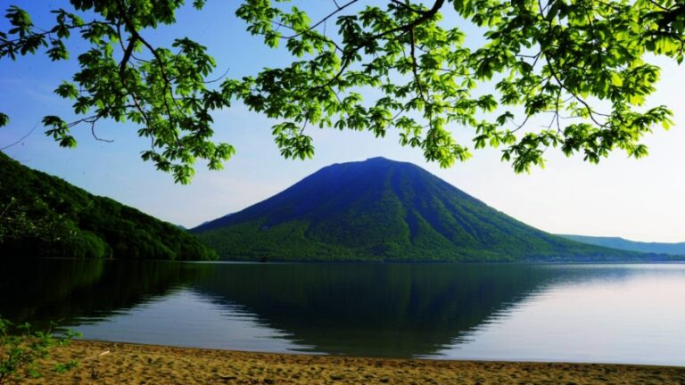 Nikko Discount Ticket offers foreign travelers journey to 'land of gods'